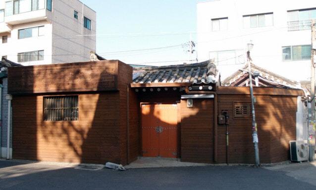 2 entrance before renovation
