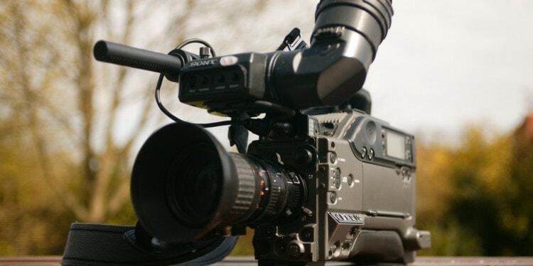 camera-journalist-microphone-press-media