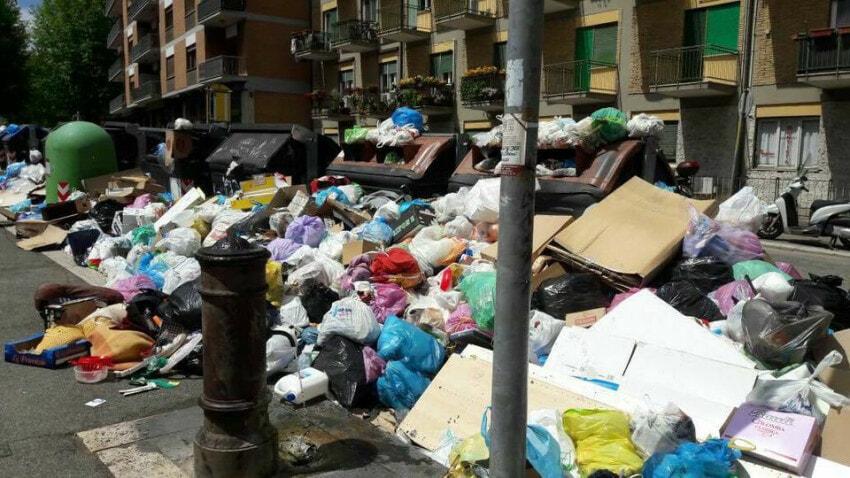 Garbage photo published on Roma fa Schifo