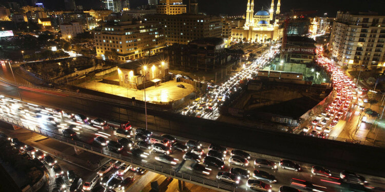 Heavy traffic fills the streets in downtown Beirut ahead of Christmas week. (Hasan Shaaban/Reuters photo)