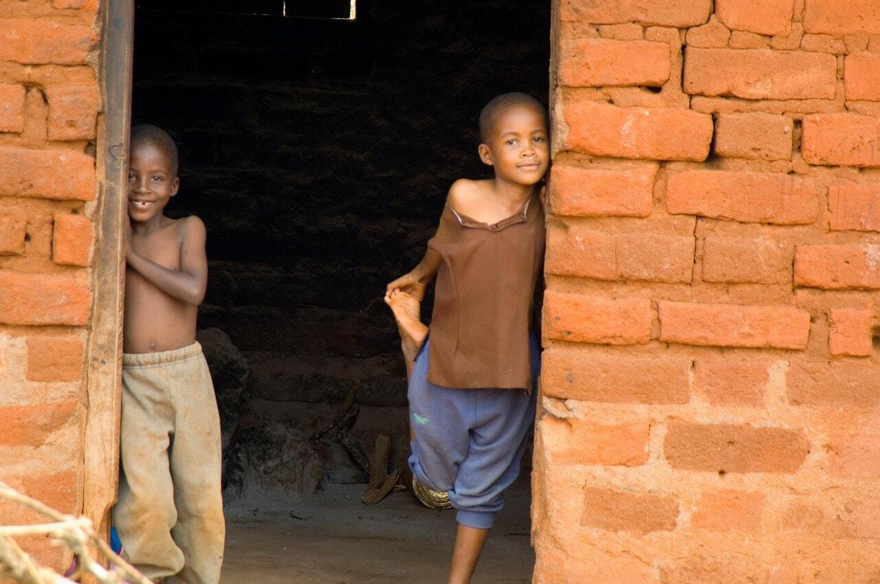 House with Kenyan children