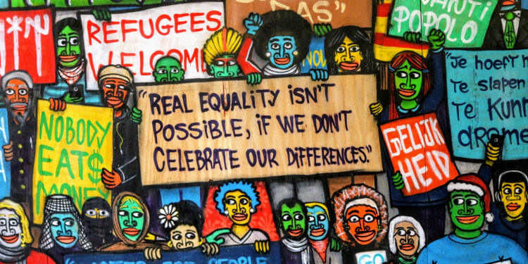Art denouncing hate and accepting migrants