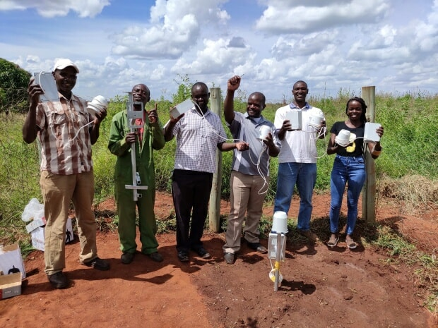 Installation of cheap, recyclable IoT rain gauges prototypes conceived by Manobi Africa and Viveris to reduce basis risk, insurance premiums and interest rates on smallholder credit. Photo: P.C.S. Traore (ICRISAT/Manobi Africa)