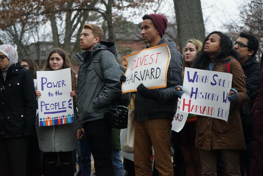 Protests at Harvard to asking for fossil fuel divestment