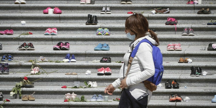Children's shoes are placed on the staircase outside Vancouver Art Gallery during a memorial event for the 215 children whose remains have been found buried at a former Kamloops residential school in Vancouver, British Columbia, Canada, May 29, 2021.(Photo: Xinhua)